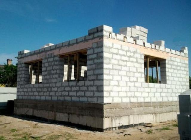 Сколько кубов пеноблоков нужно для строительства дома 10 на 10 метров 2