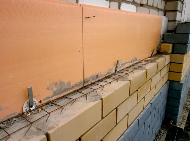 Чем утеплить стены дома снаружи - пенопластом или пеноплексом 2