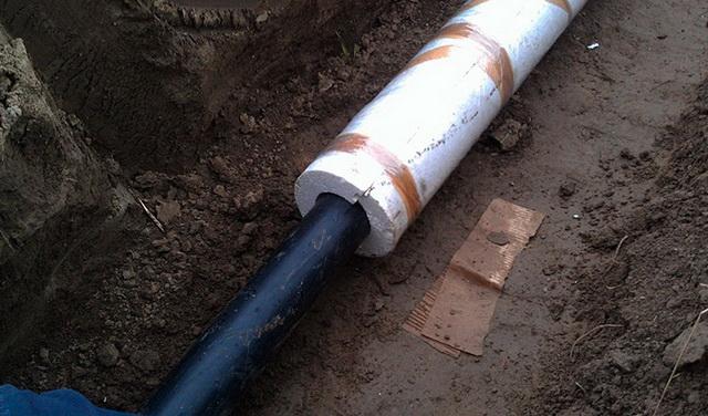 Как лучше утеплить трубу с холодной водой на улице от скважины к дому 3